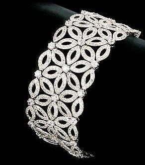 Brautschmuck armband silber  Armband mit glamouröser, femininer Wirkung